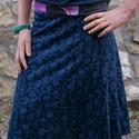 Fekete virágos szoknya, Ruha, divat, cipő, Női ruha, Szoknya, Varrás, Kétféle rugamas pamut anyagból készült a szoknya. Alja szegetlen. A vonalú szabással, gumis derékka..., Meska