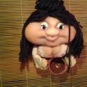 Iluska manó baba, Baba-mama-gyerek, Dekoráció, Képzőművészet , Dísz, Baba-és bábkészítés, Varrás, Ez a felakasztható baba kis édes bögyös magyar lányka, hímzett ruhácskában és kerámia kancsóval a k..., Meska