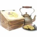 Szőlős teás doboz, Otthon, lakberendezés, Konyhafelszerelés, Tárolóeszköz, Doboz, Decoupage, szalvétatechnika, Fenyőfából, ferdetetős megoldással készült, szőlős mintával díszített teás doboz.   Belül négy reke..., Meska