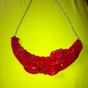 Piros Romantika, Ékszer, óra, Ékszerszett, Fülbevaló, Nyaklánc, Ékszerkészítés, Gyurma, Süthető gyurmából készült piros nyaklánc. Kicsi, aprólékosan készített virágok díszítik.   14,5 cm ..., Meska