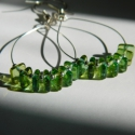 Ciao Torcello! - minimal üveggyöngy fülbevaló, Ékszer, óra, Fülbevaló, Ékszerszett, Ékszerkészítés, Cipruszöld 0,5 x 0,5 cm-s üvegnégyzetek acéldrót alapon.  Teljes hossza 6 cm (akasztóval együtt)., Meska
