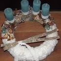 Adventi asztaldísz, Karácsonyi, adventi apróságok, Karácsonyi dekoráció, Virágkötés, Az alap szalma koszorú, amit poláros műszőr fehér anyaggal vontam be. Erre kerültek rá a türkíz mat..., Meska