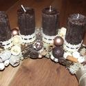 Adventi asztaldísz, Karácsonyi, adventi apróságok, Karácsonyi dekoráció, Virágkötés, Az alap szalma koszorú, amit selyem bélés anyaggal vontam be. Erre kerültek rá a csokibarna matt he..., Meska