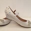 Menyasszonyi cipő, Esküvő, Ruha, divat, cipő, Cipő, cipőklipsz, Cipő, papucs, Gyöngyfűzés, Hímzés, Eladó egy egyedi kézzel díszített Menyasszonyi cipő!  Mérete 39-es Színe: fehér Belső talphossz 25...., Meska