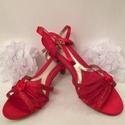 Menyasszonyi menyecske cipő szandál, Esküvő, Ruha, divat, cipő, Cipő, cipőklipsz, Cipő, papucs, Gyöngyfűzés, Hímzés, Eladó a képen látható piros egyedileg kézzel díszített menyecske cipő. Szandál. Mérete: 39-es  Szat..., Meska
