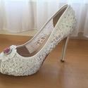 Menyasszonyi cipő  csipkés fehér, Esküvő, Ruha, divat, cipő, Cipő, cipőklipsz, Cipő, papucs, Gyöngyfűzés, Hímzés, Eladó a képen látható Egyedi kézzel díszített csipkés Fehér Menyasszonyi cipő!  Cserélhető frontkőv..., Meska