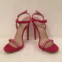 Egyedi kézzel díszített fuxia cipő szandál, Esküvő, Ruha, divat, cipő, Cipő, cipőklipsz, Cipő, papucs, Hímzés, Gyöngyfűzés, Eladó a képen látható egyedi kézzel díszített fuxia színű alkalmi cipő! Mérete: 36-os  Anyaga : vel..., Meska