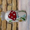 Gombás váza, Otthon, lakberendezés, Dekoráció, Kaspó, virágtartó, váza, korsó, cserép, Dísz, Festett tárgyak, Alföldi porcelán alapra, kézzel festett váza. 15 cm magas, 7,5 cm az átmérője., Meska