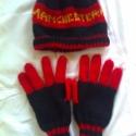 Manchester United szurkolói sapi-kesztyű szett (rendelésre), Kendő, sál, sapka, kesztyű, Kesztyű, Kötés, Gyapjú fonalból készült szurkolói téli szett.  Ajándékba készült, de hasonlót szívesen készítek Neke..., Meska