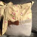 Virágom-virágom táska, Baba-mama-gyerek, Táska, Válltáska, oldaltáska, Varrás, Csodás színű és hangulatú anyagból készítettem ezt a táskát.Bélelt,kis zsebbel,cipzárral záródik.  ..., Meska