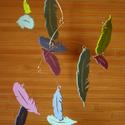 Tollasbál - pillekönnyű forgó tavaszi színekből, Baba-mama-gyerek, Dekoráció, Otthon, lakberendezés, Mindenmás, Mindenmás, Madarat tolláról... A tavaszról eszünkbe jutottak a madarak, a madarakról a tollak, a toll pedig sz..., Meska