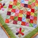 Tavasz a kertben -patchwork asztalközép, Otthon, lakberendezés, Lakástextil, Terítő, Patchwork, foltvarrás, Varrás, Aprólékos munkával készült patchwork asztalterítő. Vidám színei és virágos mintája a tavaszt idézi...., Meska
