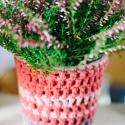 virágtartó kaspó, Dekoráció, Otthon, lakberendezés, Dísz, Kaspó, virágtartó, váza, korsó, cserép, Horgolás, Piros és lila pamut fonalból készítettem ezt a kaspót. A horgolmány alatt egy fém virágtartó találh..., Meska