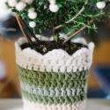 virágtartó kaspó , Dekoráció, Otthon, lakberendezés, Dísz, Kaspó, virágtartó, váza, korsó, cserép, Horgolás, Zöld és beige pamut fonalból készítettem ezt a kaspót. A horgolmány alatt egy fém virágtartó találh..., Meska