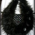 Szőrmés fekete pöttyös táska, Táska, Ruha, divat, cipő, Válltáska, oldaltáska, Tarisznya, Varrás, Újrahasznosított alapanyagból készült termékek, Fekete textilbőrből készült ez a bohém táska A textilbőr fekete-fehér pöttyös viszkóz anyagú borítá..., Meska