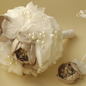 Esküvői csokor, menyasszonyi csokor vőlegény bokrétával, Esküvő, Férfiaknak, Esküvői csokor, Hajdísz, ruhadísz, Virágkötés, Az esküvői csokor, kollekció neve: Carmen  Ez a csokor szaténból, selyemből készült, gyöngyökkel dí..., Meska