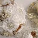 Esküvői csokor vintage stílusban, Esküvő, Esküvői csokor, Esküvői dekoráció, Hajdísz, ruhadísz, Gyöngyfűzés, Virágkötés, A szatén virágokból álló csokor azért nagyon különleges, mert rengeteg brossal és gyönggyel díszíte..., Meska