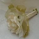 Egy szál ivory-menyasszonyi,koszorúslányi csokor, Esküvő, Esküvői csokor, Virágkötés, Egy szál ivory színű rózsa,több soros azonos színű és mohazöld organzaval dúsítva ,,csokrot,,képez...., Meska