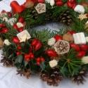 Csillagos Csilla-a természetkedvelőknek, Dekoráció, Karácsonyi, adventi apróságok, Ünnepi dekoráció, Karácsonyi dekoráció, Virágkötés, 30 cm tobozkoszorút díszítettem illatos élő fenyőágacskákkal,magyal ágakkal,melyeken ékeskedik a pi..., Meska
