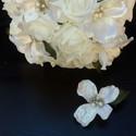 LA virágos fehér csokor, Esküvő, Esküvői csokor, Hajdísz, ruhadísz, Virágkötés, Fehér rózsás csokrot kötöttem,különleges ,selyemfényű virágokkal ékesítettem.Elegáns,egyedi menyass..., Meska