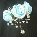 Kék kedvenc menyasszonyi csokor, Esküvő, Esküvői csokor, Virágkötés, A kék színt kedvelőknek kötöttem ezt a habrózsa csokrot. A csokortartó fehér, csipkével van díszítv..., Meska