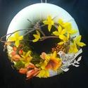 Forsythia ajtődísz, Húsvéti apróságok, Dekoráció, Otthon, lakberendezés, Újrahasznosított alapanyagból készült termékek, Virágkötés, A karikát bevontam pamutjersellyel.Szép formájú ággal,mohával,forsythia és más ,színben illő  virág..., Meska