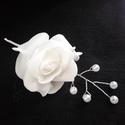 Egy szál rózsa -hajdísz, Esküvő, Hajdísz, ruhadísz, Esküvői csokor, Virágkötés, Egy szál rózsát díszítettem gyönggyel és hacsattra rögzítettem. Az ár a képen látható termékre vona..., Meska