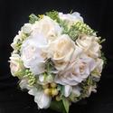 A természetes szépség menyasszonyi csokor, Esküvő, Esküvői csokor, Virágkötés,  Sok külömböző zölddel,bogyóval,fréziával ,nagyon finom árnyalatú minőséges selyem rózsával és habr..., Meska