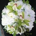 Zöld orchideás menyasszonyi csokor, Esküvő, Esküvői csokor, Virágkötés, Fehér habrózsából és élethű zöld orchideából kötöttem ezt a mutatós csokrot. Átmérője 20 cm. Bokrét..., Meska