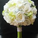 Bűbájos zöld hortenziával, Esküvő, Esküvői csokor, Hajdísz, ruhadísz, Virágkötés, Többféle rózsát kötöttem egy csokorba zöld hortenziával.Az eredmény a képen látható. Egy elegáns,ün..., Meska