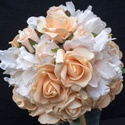Árnyalatok összhangja menyasszonyi csokor , Esküvő, Esküvői csokor, Virágkötés, Beige,ekrü,barackszín árnyalatokban játszik ez a rózsa és bazsarózsa csokor.Term?szetes szépségében..., Meska