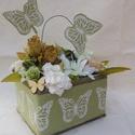 Alma zöld pillangók , Dekoráció, Otthon, lakberendezés, Dísz, Kaspó, virágtartó, váza, korsó, cserép, Virágkötés, Kemény kartonból készítettem dobozt,rögzítettem és türelmesen bevontam zsákvászonnal.Erre ragasztot..., Meska