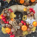 Őszi termések baglyos ajtódísz kopogtató, Dekoráció, Virágkötés, Az ősz mesés színeiben pompázó bagollyal díszített 20 cm-es alapra készült (összességében kb 25 cm-..., Meska