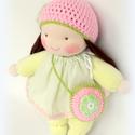 Csipetke baba pasztell színekben, Baba-mama-gyerek, Játék, Baba, babaház, Plüssállat, rongyjáték, Baba-és bábkészítés, Kötés, 26cm A haja sötétbarna, a sapkája rögzített., Meska