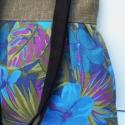 ÓÓÓÓÓÓÓRIÁSI KEDVEZMÉNY!!!!!!!!!!kék virágok lennel és velúrral, Táska, Mindenmás, Ruha, divat, cipő, Válltáska, oldaltáska, Varrás, Ő már elkelt, de tudok még hasonlót készíteni! :)   Gyönyörű virágos anyagból készült ez a táskám.Fe..., Meska
