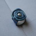Kék kerámia gyűrű gyönggyel, Ékszer, óra, Gyűrű, Ékszerkészítés, Kerámia, Egyedi tervezésű, kézzel formázott, kétszer égetett mázas kerámia. Középen egy műanyag gyönggyel. K..., Meska