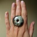 Nagy, kerek raku kerámia gyűrű, Ékszer, óra, Ruha, divat, cipő, Gyűrű, Ékszerkészítés, Kerámia, Raku technikával készült kerámia gyűrű, nagyon szép színekben, türkiz, ezüstös-bronzos foltokkal, p..., Meska