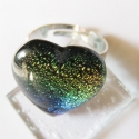 Szivárvány szívecske üveg gyűrű, Ékszer, óra, Gyűrű, Ékszerkészítés, Üvegművészet, Szivárvány színű dichroic üvegből olvasztott üveg gyűrű. Magassága: 2 cm.    Tisztítása nedves kendő..., Meska
