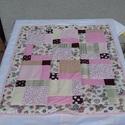 Rózsaszín patchwork babatakaró, Baba-mama-gyerek, Gyerekszoba, Falvédő, takaró, Varrás, Patchwork, foltvarrás, Vidám színes-mintás babatakaró. A fedőlap patchwork technikával készült, a hátoldala egyszínű rózsa..., Meska