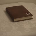 Stancolt kis könyv, Esküvő, Dekoráció, Ékszer, óra, Ékszertartó, Könyvkötés, Ajándéktárgy átadására, tárolására szolgáló kis könyv valódi bőrből egyedi, exkluzív kivitelben. A ..., Meska
