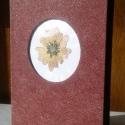 Száraz virággal díszített fotókönyv, Képeslap, album, füzet, Képzőművészet , Fotóalbum, Vegyes technika, Könyvkötés, Virágkötés, Száraz virággal díszített fotókönyv mérete 18 x 12 cm. Fekete fotókarton lapokkal, 44 kép tárolásár..., Meska