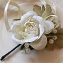 Fehér rózsa, Baba-mama-gyerek, Esküvő, Hajdísz, ruhadísz, Virágkötés, Porcelán kollekcióm következő darabja ez a fehér rózsa hajdísz. Elsőáldozásra vagy koszorúslányokna..., Meska