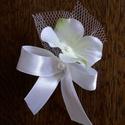 Hortenzia bokréta, Esküvő, Virágkötés, Hortenziavirág, tüll és masni. Ezekből áll ez a bokréta. Tetszőleges mennyiséget kérhetsz. A bokrét..., Meska
