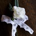 Csipkés rózsa bokréta, Esküvő, Virágkötés, Kicsi habrózsa, zöld és pamutcsipke. Ezekből kötöttem ezt a bokrétát. Kérheted gyönggyel vagy gyöng..., Meska