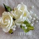 Rózsás-gyöngyös menyasszonyi hajdisz, Esküvő, Hajdísz, ruhadísz, Virágkötés, Átlátszó színű fésűre készítettem ezt a hajdíszt, melyet gyöngyök és két rózsafej díszít.  Egyszerű..., Meska