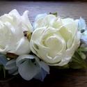 Kék hortenzia - beige rózsa menyasszonyi hajdisz, Esküvő, Hajdísz, ruhadísz, Virágkötés, Kedves, kék árnyalatú hortenziával és két beige rózsával diszitettem ezt a menyasszonyi hajdiszt.  ..., Meska