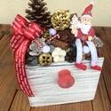 Ünnepi asztaldísz, Dekoráció, Karácsonyi, adventi apróságok, Ünnepi dekoráció, Karácsonyi dekoráció, Virágkötés, Fa fiók alakú kaspóban, száraztermésekkel díszített ünnepi asztaldísz. Nagyon kedves, mutatós dísz,..., Meska