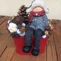 Ünnepi asztaldísz, Dekoráció, Karácsonyi, adventi apróságok, Ünnepi dekoráció, Karácsonyi dekoráció, Virágkötés, Bádog kaspóban ülő kisfiú, száraz termésekkel díszítve. Igazi téli hangulat az ünnepi asztalon., Meska