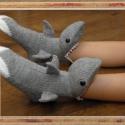 Cápa zokni, Mindenmás, Ruha, divat, cipő, Furcsaságok, Kötés, Varrás, Ezt a cápazoknit csak megrendelésre tudom elkészíteni. Méretek:      Árak:         36-37---        ..., Meska