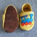Vonatos mamusz, Baba-mama-gyerek, Ruha, divat, cipő, Cipő, papucs, Varrás, Vonat és mozdonyrajongó kisgyerekeknek ideális mamuszka. Puha, de erős vászonból, talpa vatelinnal ..., Meska